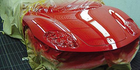 Ferrari mit neuer Autolackierung
